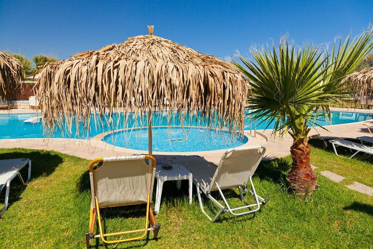 Doppelsonnenschirm Urlaub Sonne Hotel Ferien Pool Palme